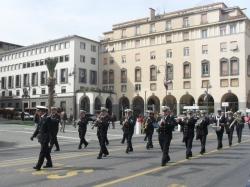 parata marine militari estere accompagnate dalla fanfara dell'accademia navale di Livorno