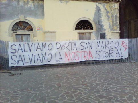 striscione_piazza_xi_maggio